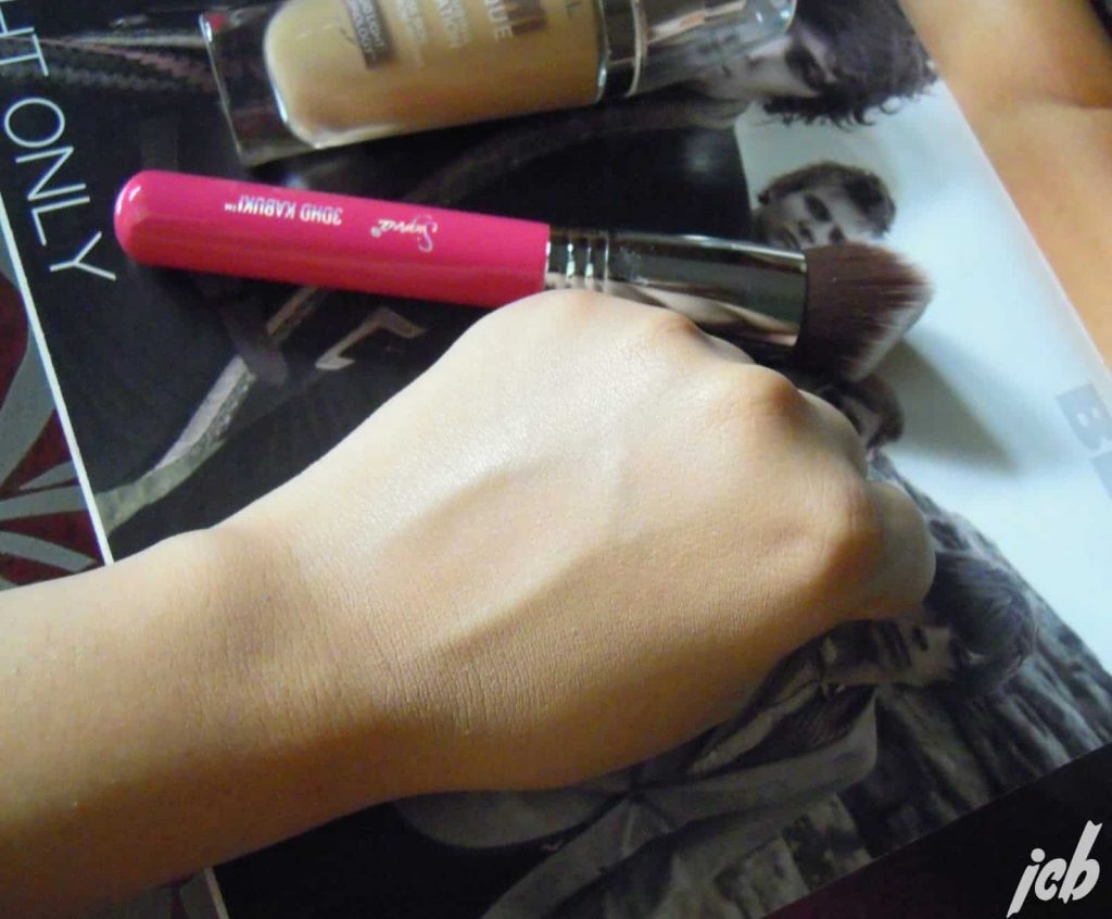 L'Oreal Lumi Magique Foundation in shade D/W3 Gold Linen