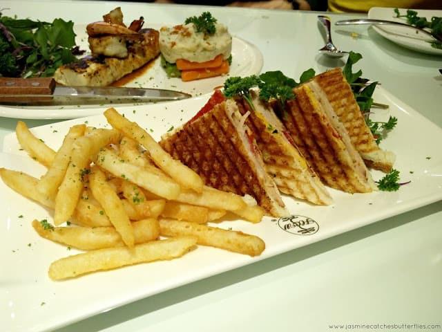 House of Wings Combo Sandwich