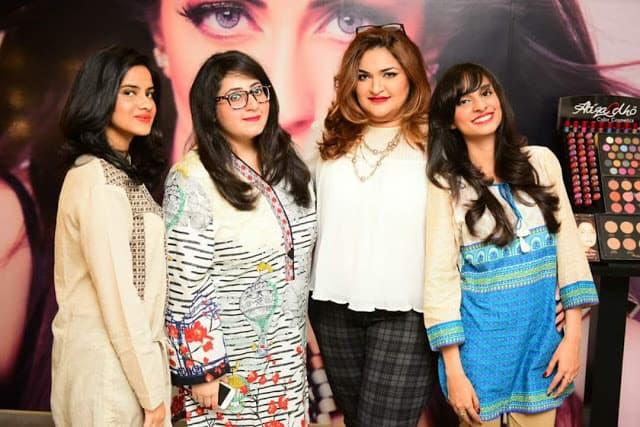 My experience at mona j salon and atiqa odho cosmetics for Mona j salon karachi